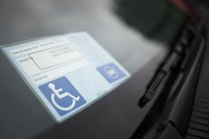 Handicap sticker on windshieldの写真素材 [FYI03641415]