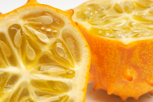 Kiwano fruit crossection close-upの写真素材 [FYI03641450]