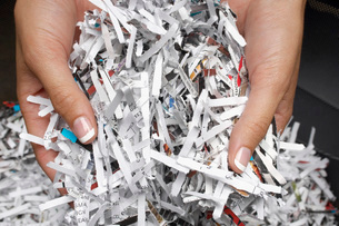 Woman holding heap of shredded paper close-up of handsの写真素材 [FYI03641477]