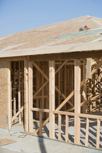 Wooden house constructionの写真素材 [FYI03641637]