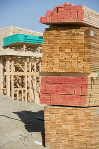 Wooden planks stacked on construction siteの写真素材 [FYI03641640]