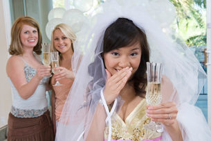 Bride celebrating at bridal shower with friendsの写真素材 [FYI03641719]
