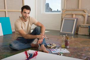 Artist Working on Canvas on Floor of Studioの写真素材 [FYI03641955]