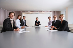 Businesspeople in Conference Roomの写真素材 [FYI03641983]