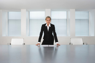Business Executive Standing in Conference Roomの写真素材 [FYI03641991]