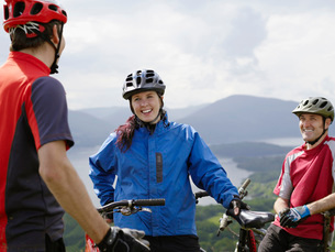 Three cyclists outdoors smilingの写真素材 [FYI03642416]