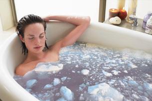 Woman Taking Bathの写真素材 [FYI03642539]