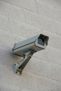 Security camera on wallの写真素材 [FYI03642605]