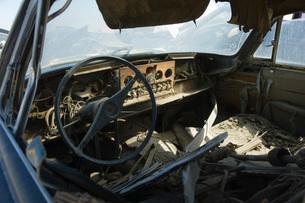 Old broken car interiorの写真素材 [FYI03642647]