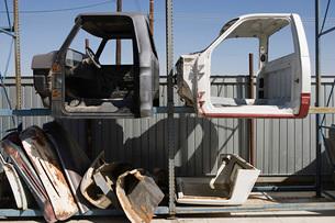 Car parts in junkyardの写真素材 [FYI03642664]