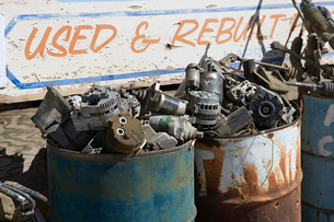 Rusty sign and barrels in junkyardの写真素材 [FYI03642669]