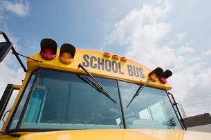 Caution Lights and Windshield of School Busの写真素材 [FYI03642783]