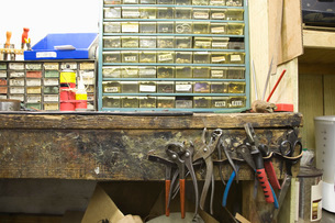 Traditional shoemaker workshopの写真素材 [FYI03642836]