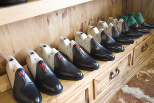 Traditional shoemaker workshopの写真素材 [FYI03642843]