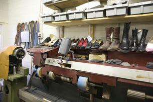 Traditional shoemaker workshopの写真素材 [FYI03642857]