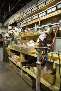 Traditional shoemaker workshopの写真素材 [FYI03642861]