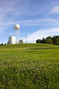 Illinois USA storage tank in fieldの写真素材 [FYI03642889]