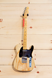 Fender birch guitar with red labelの写真素材 [FYI03642981]