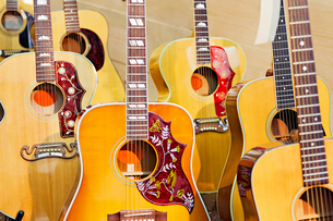 Collection of acoustic guitar at music storeの写真素材 [FYI03642992]