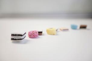 Liquorice sweets on white backgroundの写真素材 [FYI03643035]