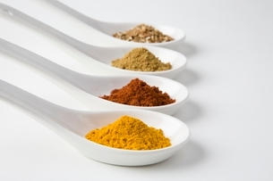 Turmeric chilli cumin and chinese 5 spiceの写真素材 [FYI03643327]
