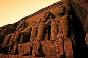 Colossi of Ramses II Great Temple of Ramses II Abu Simbel UNの写真素材 [FYI03643346]