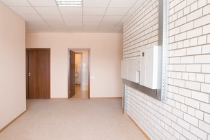 Tiled wall with fusebox in wide hallwayの写真素材 [FYI03643399]