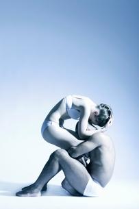 Modern dance couple in underwearの写真素材 [FYI03643418]