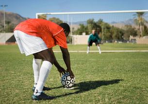 Soccer player preparing for penalty kick back viewの写真素材 [FYI03643514]