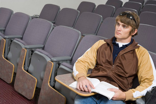 Male University student sitting in lecture hallの写真素材 [FYI03643547]