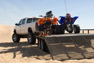 ATVs on Trailer Behind Pickup Truckの写真素材 [FYI03643607]