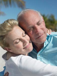 Senior couple cheek to cheek on tropical beach close upの写真素材 [FYI03643645]