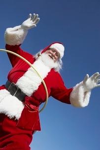 Santa Claus with Hula Hoopの写真素材 [FYI03643813]
