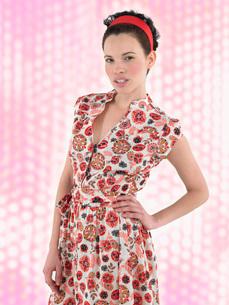 Woman posing in front of lighting effectの写真素材 [FYI03643869]