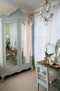 Dressing table in old-fashioned roomの写真素材 [FYI03644756]