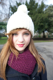 Portrait of beautiful young woman wearing scarf and knit capの写真素材 [FYI03644833]