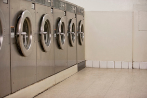 Row of self-service clothes dryers in Laundromatの写真素材 [FYI03644934]