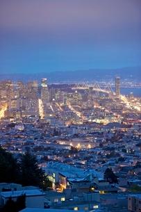 San Francisco lit up at nightの写真素材 [FYI03645272]