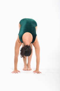 Woman in yoga positionの写真素材 [FYI03645313]