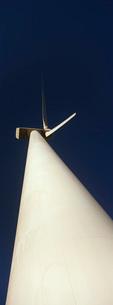 Wind turbine low angle viewの写真素材 [FYI03645585]