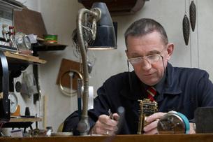 Clock Repairman at Workの写真素材 [FYI03645637]