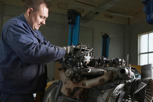Mechanic Working on Motorの写真素材 [FYI03645639]
