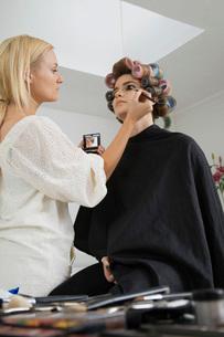 Makeup Artist Preparing Modelの写真素材 [FYI03645685]