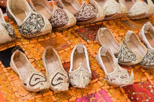 Dubai UAE Genie style sandals are for sale in the Bur Dubaiの写真素材 [FYI03645765]