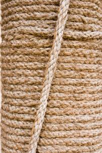 Dubai UAE Detail of rope pillar on display at Heritage Villaの写真素材 [FYI03645775]