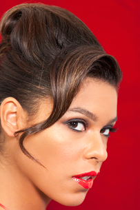 Close-up portrait of young woman with red lipstickの写真素材 [FYI03646068]