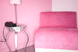 Interior of rock motel with chair and lampの写真素材 [FYI03646076]