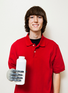 Portrait of a happy young man holding bottle with prostheticの写真素材 [FYI03646220]
