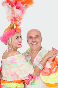 Portrait of senior couple in Brazilian outfits dancing overの写真素材 [FYI03646303]