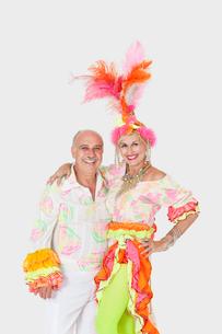 Portrait of happy senior dance couple in Brazilian outfits oの写真素材 [FYI03646308]